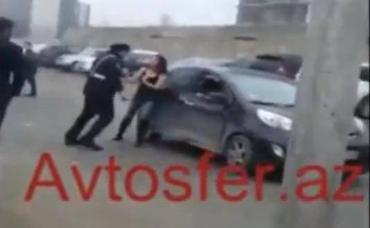 Bakıda yol polisi qadın sürücünü belə döydü