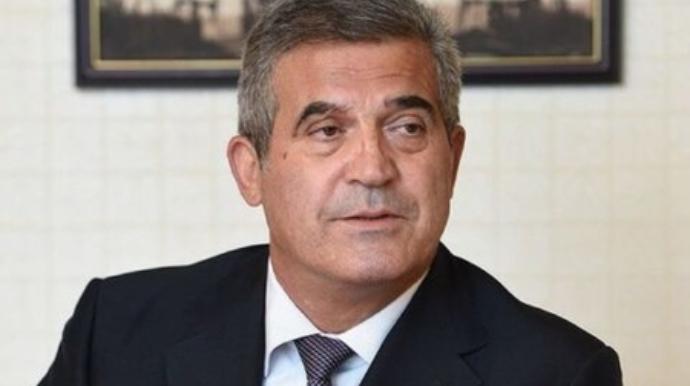 Sürücüsü icra başçısının onun adına rəsmiləşdirdiyi 10 milyonluq varidatı satıb qaçıb - İDDİA