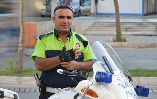 Terrorçulara qarşı təkbaşına döyüşən yol polisi - Hamı ondan danışır - FOTO