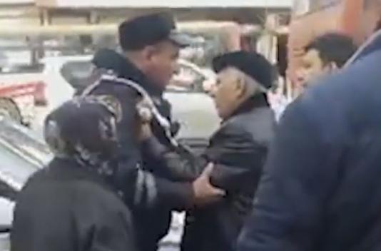 Vətəndaşa «qanını içərəm» deyən yol polisi ilə şok xəbər yayıldı - VİDEO
